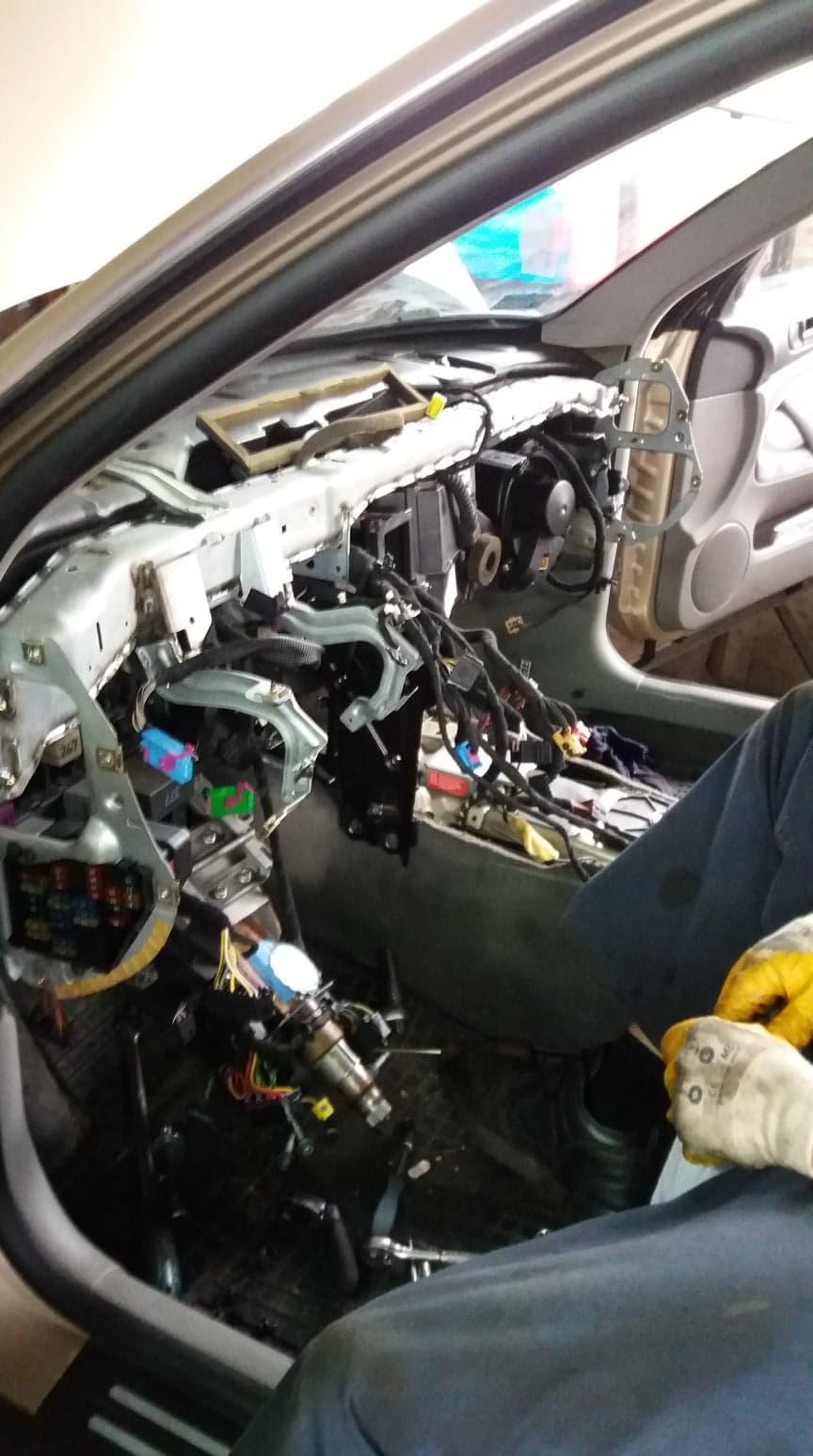 Naprawa elektroniki w samochodzie